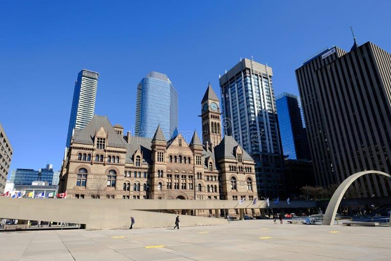 多伦多,安大略,加拿大- 2019年3月23日-内森・菲利普斯广场 多伦多市中心政府大厦和城市法院地区 免版税库存照片