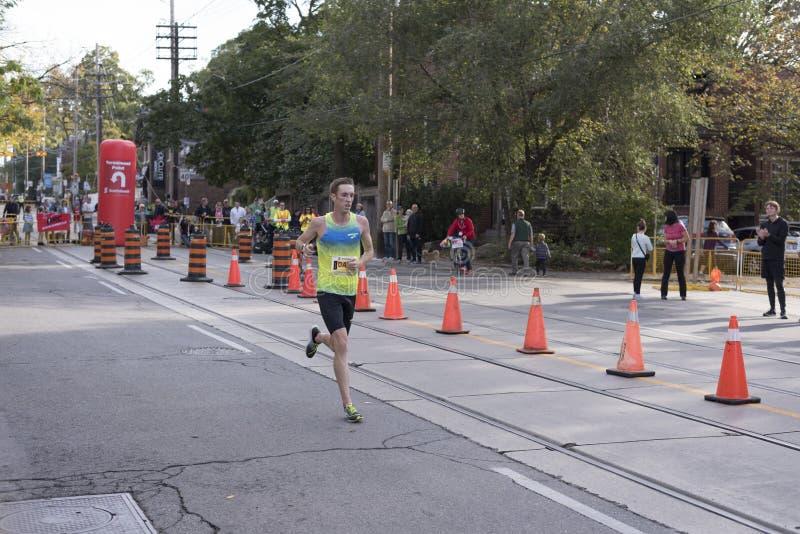 多伦多, ON/CANADA - 2017年10月22日:加拿大马拉松运动员Davi 免版税图库摄影