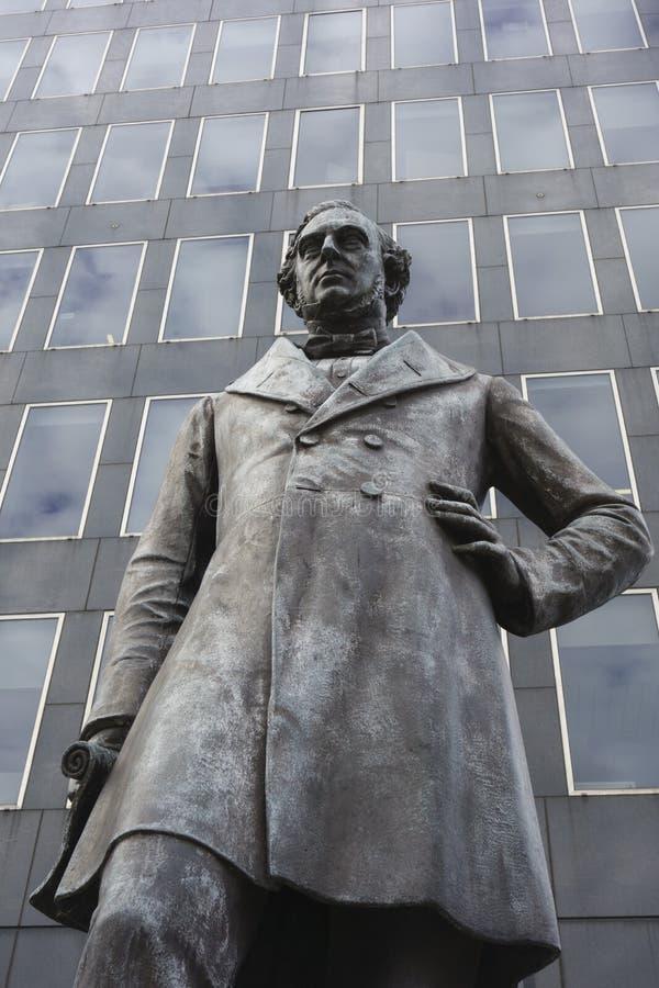 维多利亚女王时代的铁路工程师罗伯特・斯特芬松雕象  免版税图库摄影
