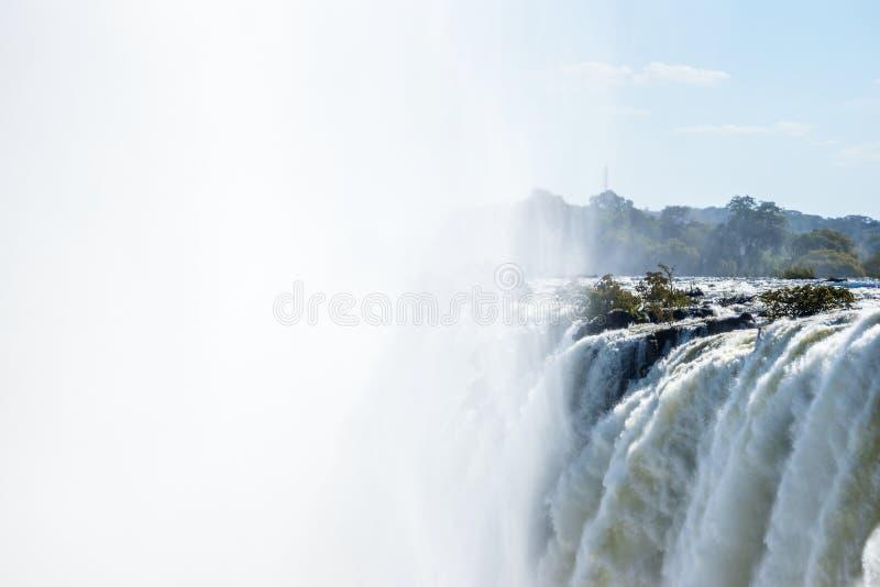 维多利亚瀑布的接近的看法通过薄雾和浪花 库存照片