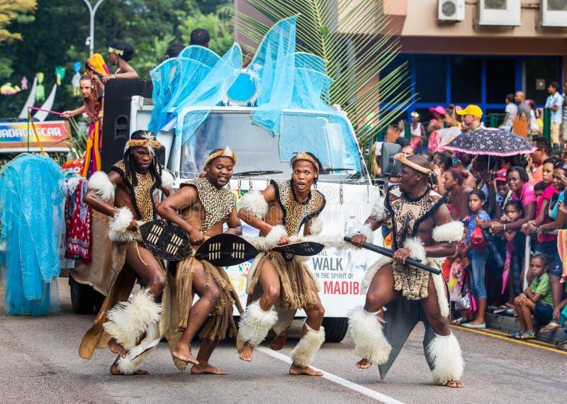 """维多利亚,塞舌尔群岛†""""2014年4月26日:祖鲁族人非洲舞蹈家在 免版税库存照片"""
