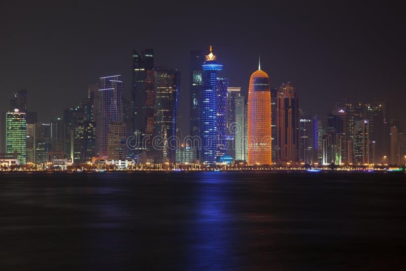 多哈地平线在晚上 卡塔尔 免版税库存照片