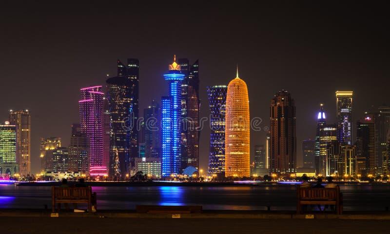 多哈街市地平线在晚上 卡塔尔,中东 免版税库存图片