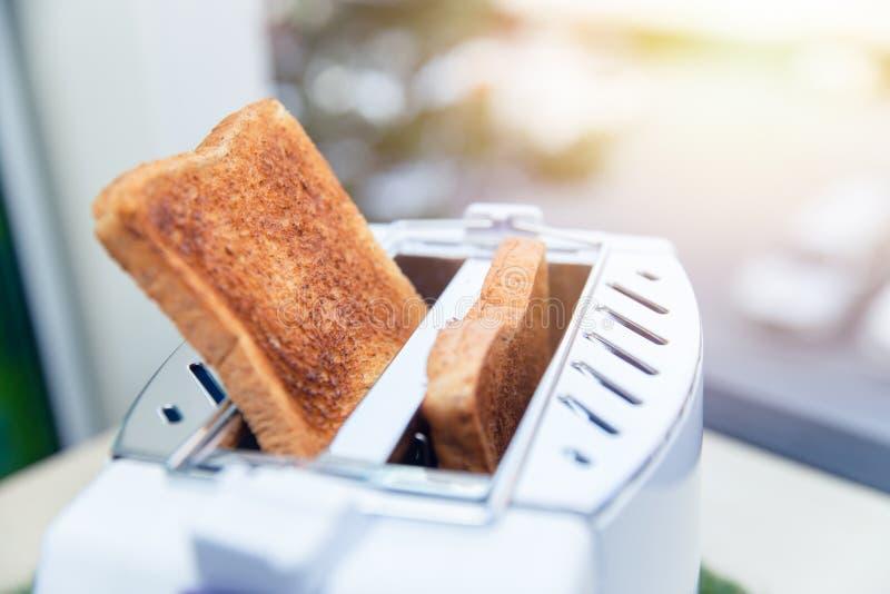 多士炉敬酒了面包板料 库存照片