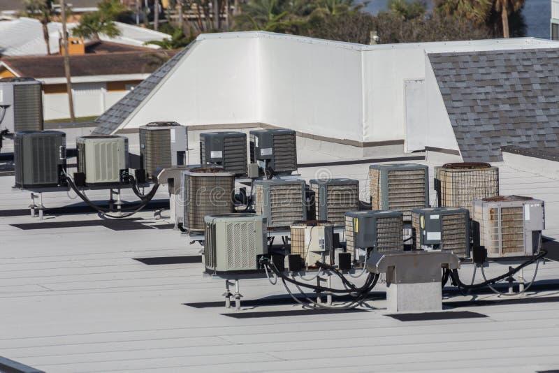 多套屋顶空调装置 免版税库存照片