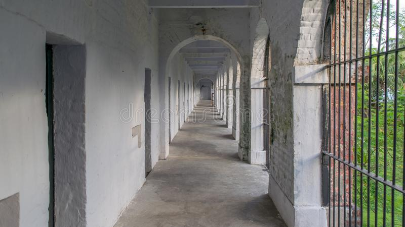 多孔的监狱走廊,从多孔的监狱,布莱尔港中间塔的射击的图象  免版税库存照片