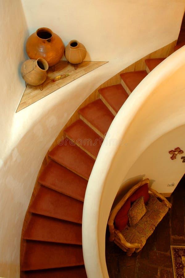 多孔黏土螺旋楼梯 库存图片