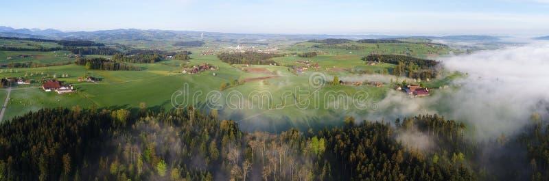 多小山风景的全景鸟瞰图在中央瑞士 免版税库存图片