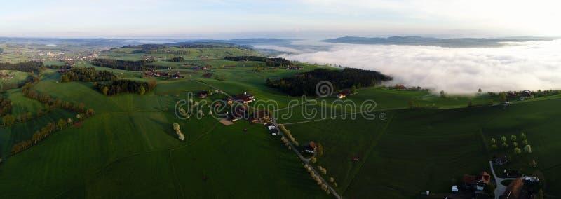多小山风景的全景鸟瞰图在中央瑞士 免版税库存照片