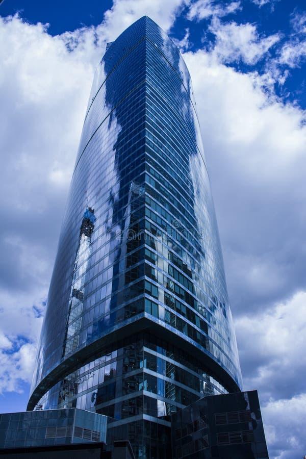 多层的商业中心地平线在莫斯科 图库摄影
