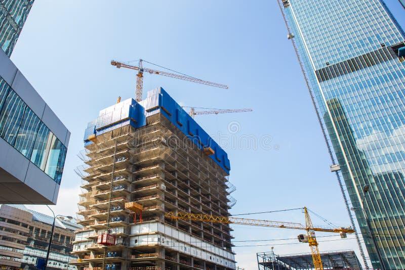 多层的大厦看法建设中 免版税库存照片