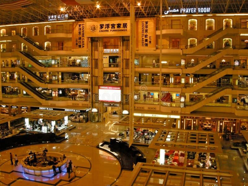 多层的家具购物centerGuangzhou,中国 免版税库存照片