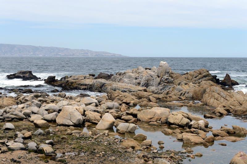 Download 多岩石的海滩在比尼亚德尔马 库存照片. 图片 包括有 晒裂, 沉寂, 天空, 智利, 火箭筒, 海岸, vina - 72367544