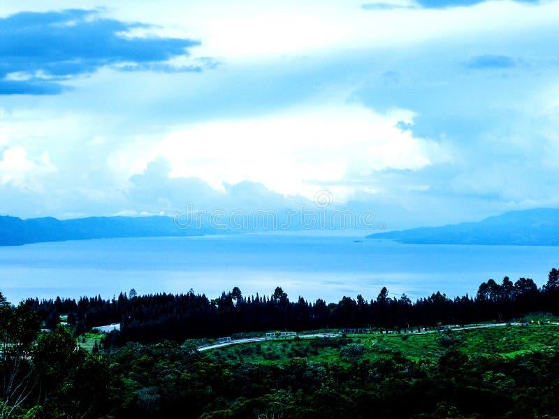 多巴湖其他边 免版税库存照片