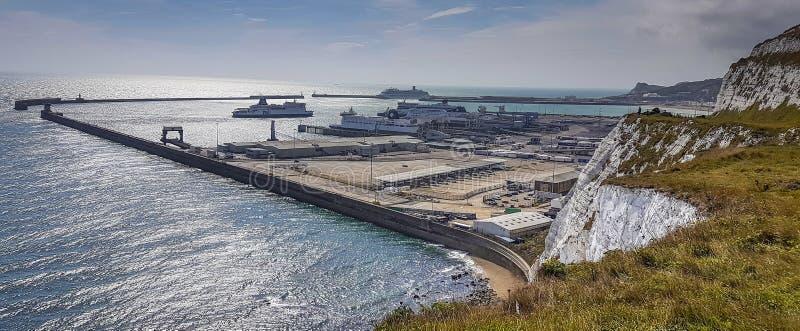 多弗港口和白色峭壁 免版税库存照片