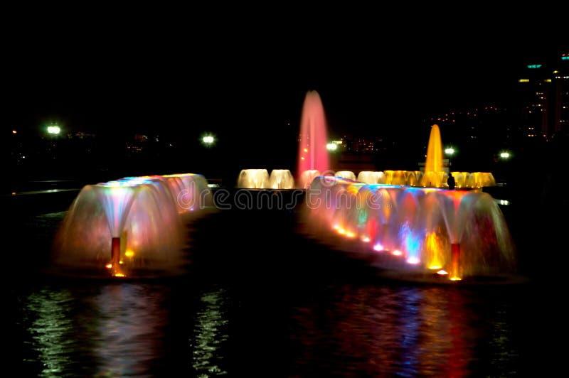 多彩多姿的喷泉 免版税库存图片