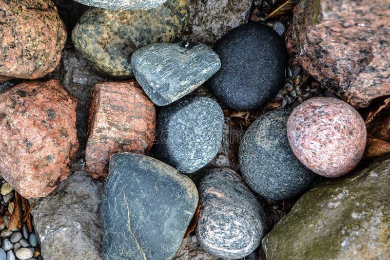 多彩多姿的岩石 免版税库存照片