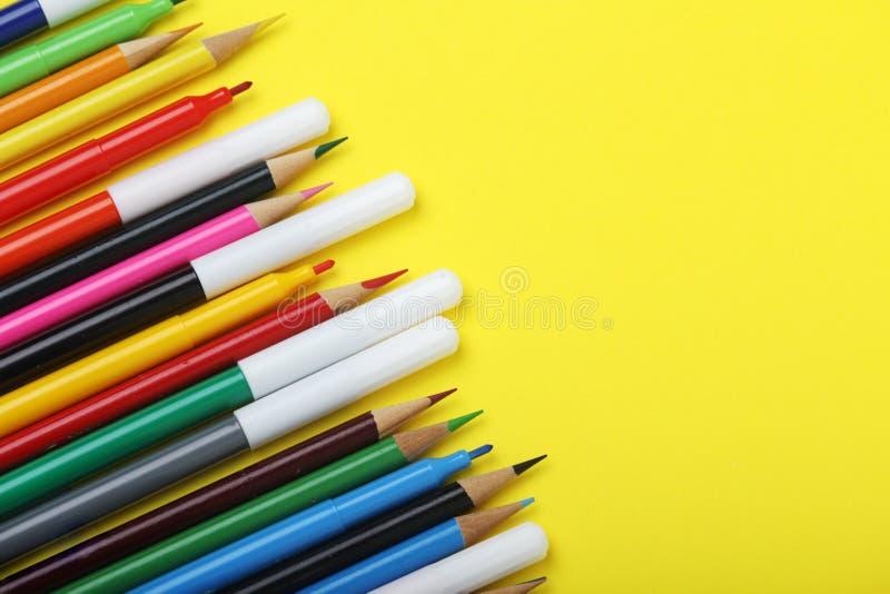 多彩多姿的标志和铅笔在明亮的背景 免版税库存图片
