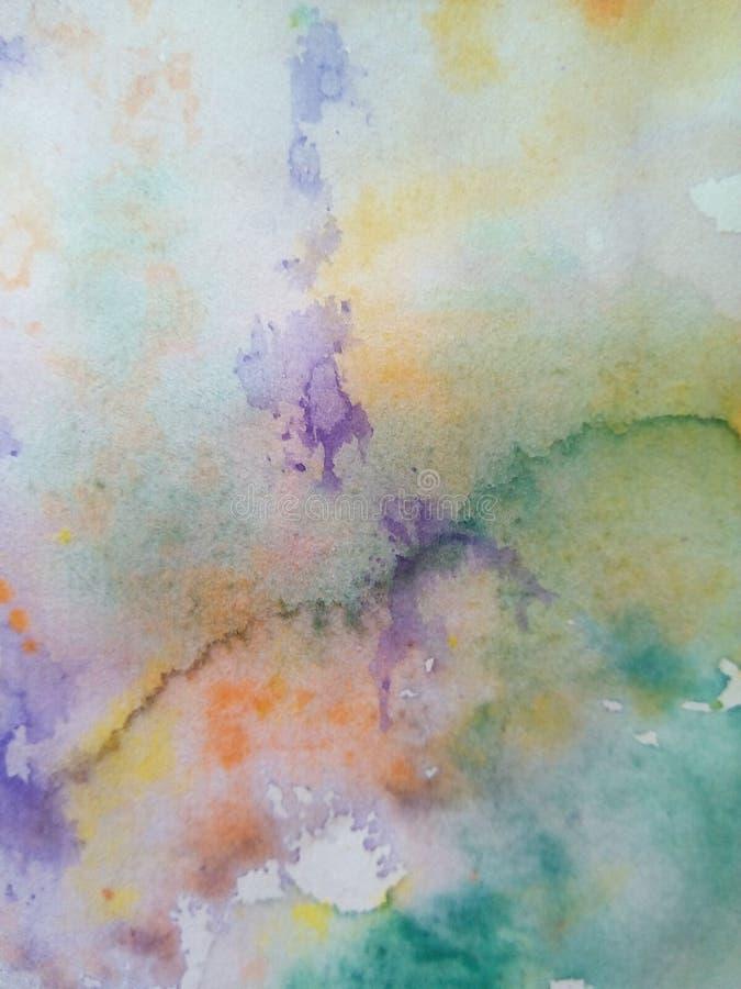 多彩多姿的水彩污点特写镜头在纸的 黄色,绿色,蓝色,棕色污点,滴水,下落 库存例证