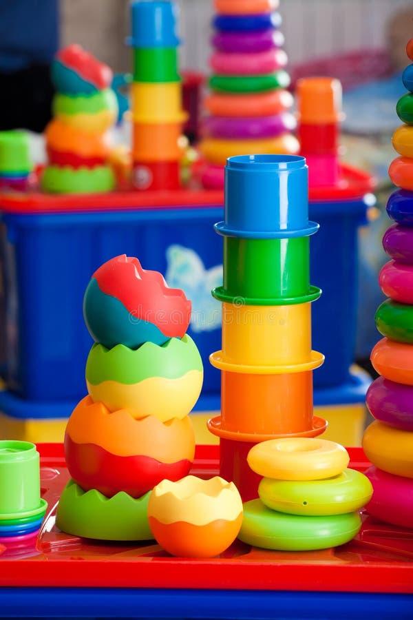 从多彩多姿的玩具的静物画 免版税库存照片