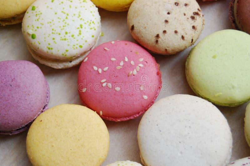 多彩多姿的蛋白杏仁饼干 免版税库存图片