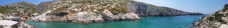 多数美丽的多岩石的海滩 库存图片