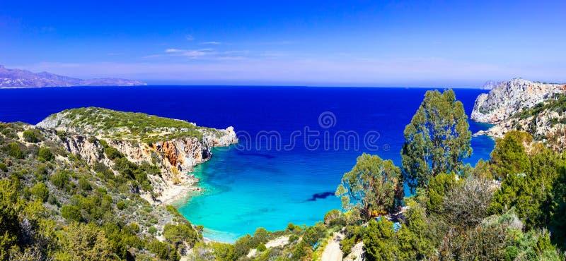 多数美丽的海滩克利特海岛-在贴水Ni附近的Istron海湾 免版税库存图片