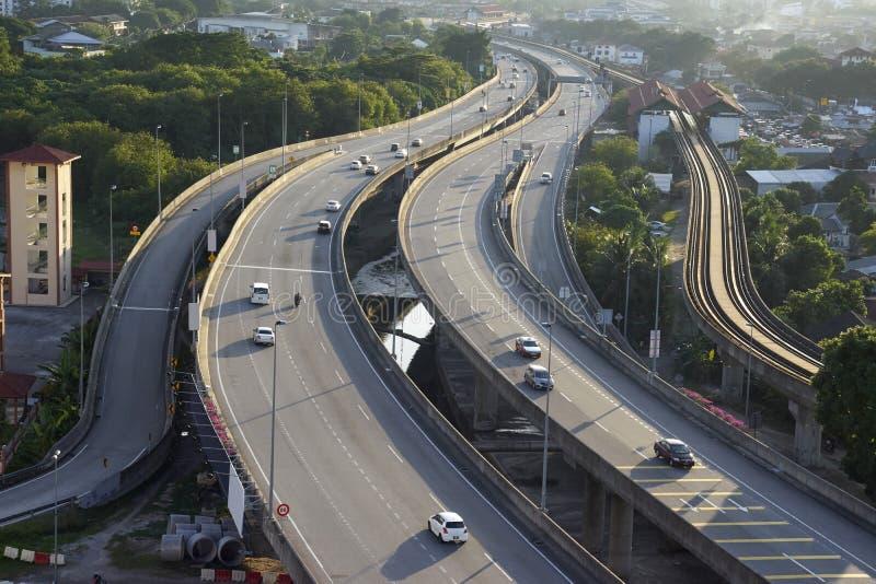 多条车道高速公路和交通鸟瞰图  图库摄影