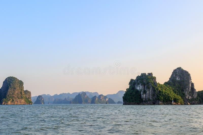 多海岛在下龙湾,越南 库存照片