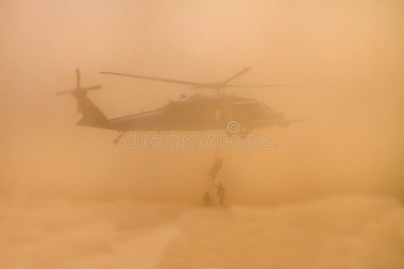 多灰尘的海洋抢救训练小队 库存图片