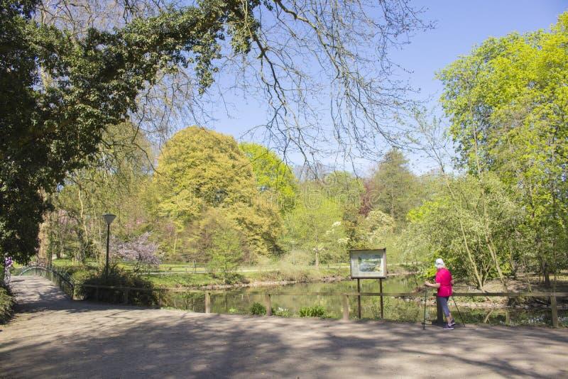 多特蒙德,德国鲁尔区,北部莱茵河西华里亚,德国- 2018年4月16日:龙贝格公园是欧洲庭院网络的一部分 免版税库存图片