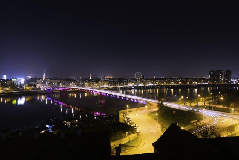 多瑙河和彩虹桥梁视图在诺维萨德 库存图片