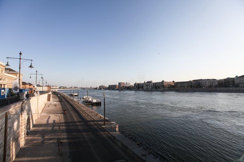多瑙河堤防在布达佩斯 免版税库存图片