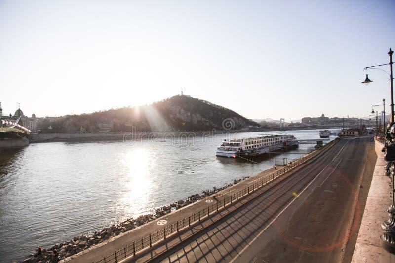 多瑙河堤防在布达佩斯 图库摄影