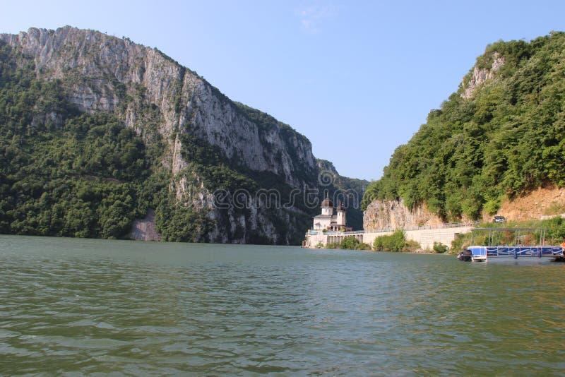 多瑙河峡谷和Mraconia修道院 免版税库存照片