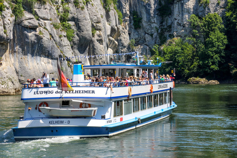 多瑙河峡谷,巴伐利亚,德国,船的克尔海姆- Weltenburg愉快的人 库存图片