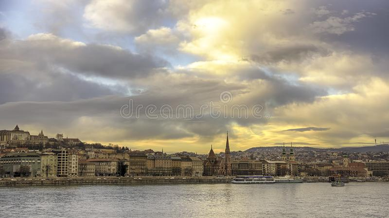 多瑙河的堤防虫的,布达佩斯,匈牙利  免版税库存照片