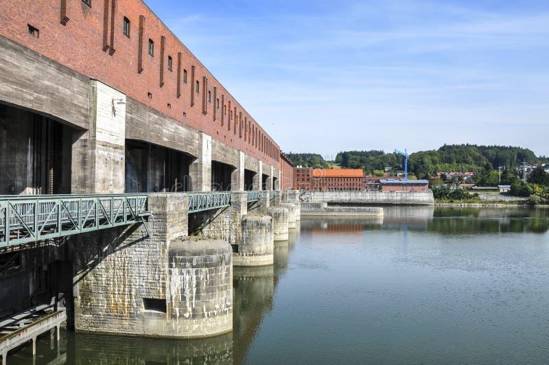 多瑙河的(帕绍,德国)能源厂 库存图片