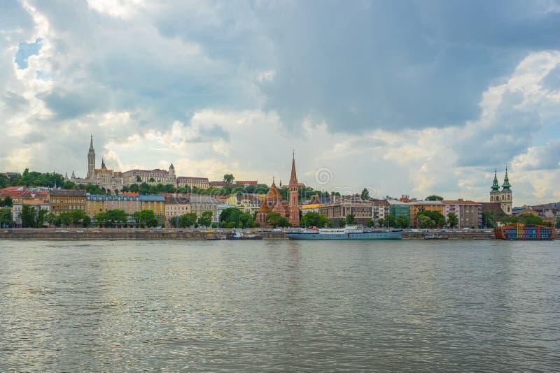 多瑙河Buda银行全景视图在布达佩斯市,匈牙利 免版税库存图片
