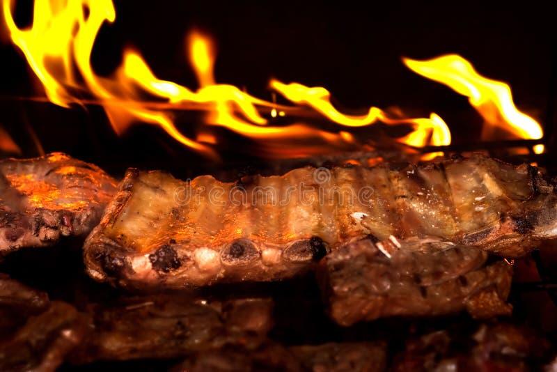 水多的烤肉肋骨 免版税库存图片