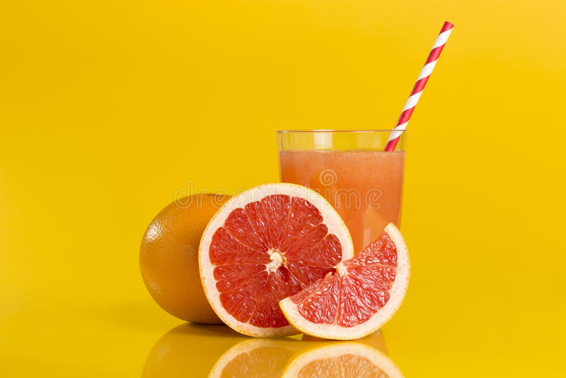 水多的葡萄柚 免版税库存照片