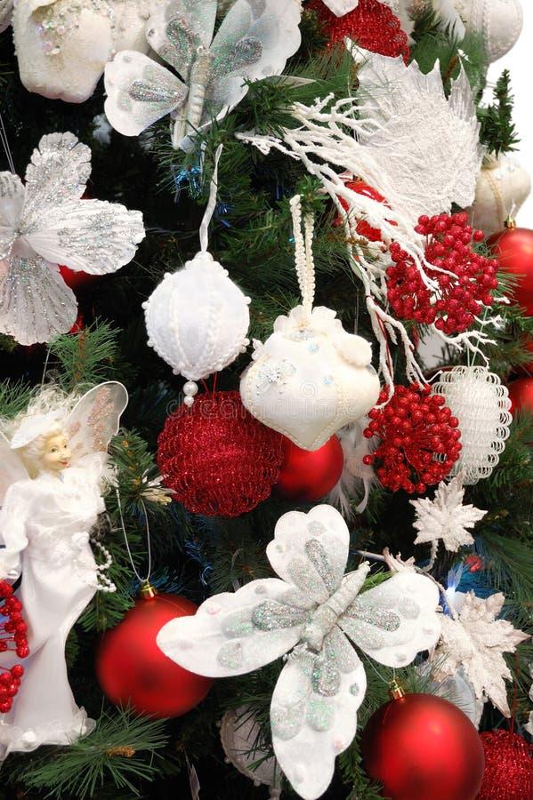 多种圣诞节五颜六色的装饰 免版税库存图片