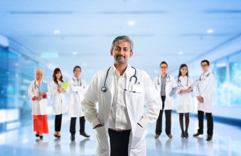 多种族变化亚洲医疗队 免版税库存图片