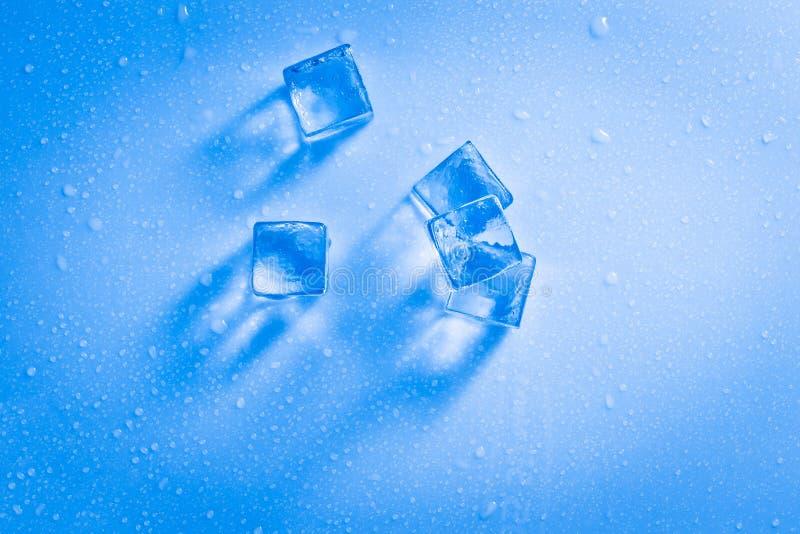多维数据集冰湿 免版税图库摄影