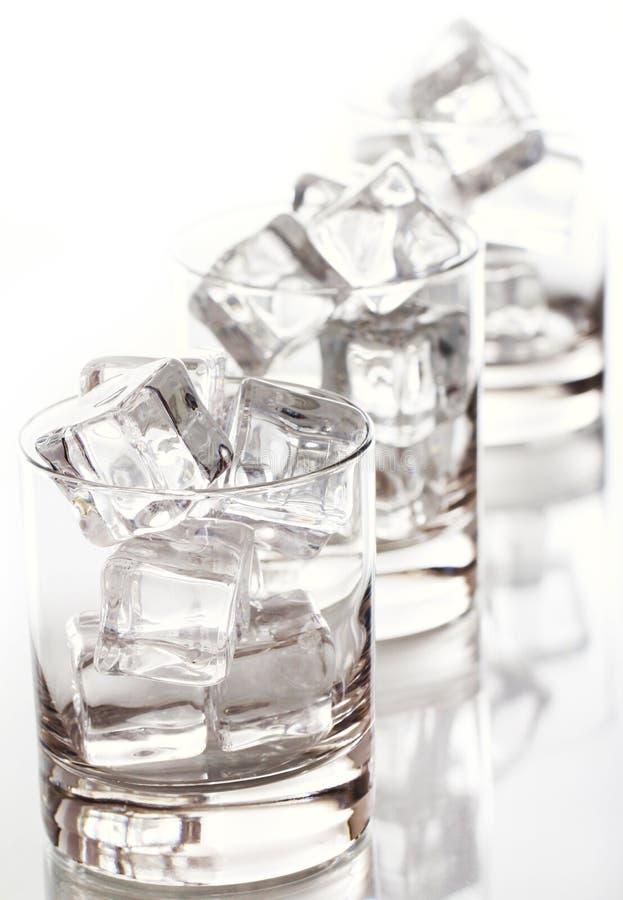多维数据集被装载的玻璃冰 免版税库存照片