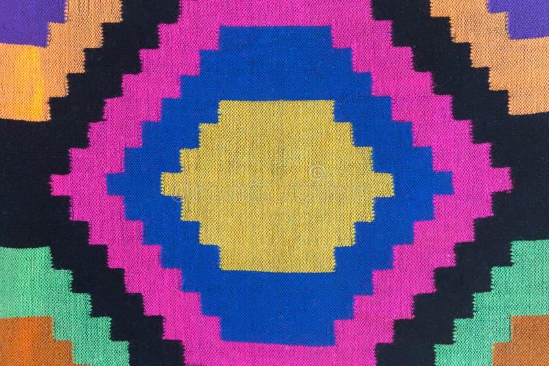 多色的手工制造刺绣的特写镜头片段在黑f的 免版税库存照片