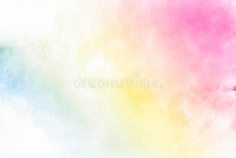 多色的粉末爆炸  美丽的彩虹颜色粉末飞行 发光的颜色粉末云彩在白色的 免版税库存照片