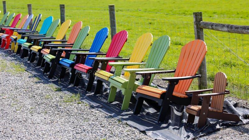 多色的adirondack椅子 库存图片