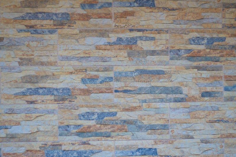 多色艺术室内设计的石陶瓷砖墙美好的颜色纹理背景在家,房子 免版税库存照片