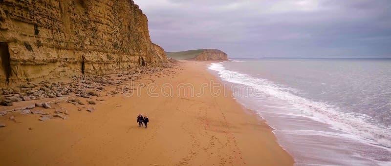 多西特侏罗纪海岸西湾 峭壁,假期 免版税库存图片